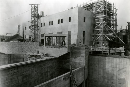Continued construction of the laboratory in 1937.